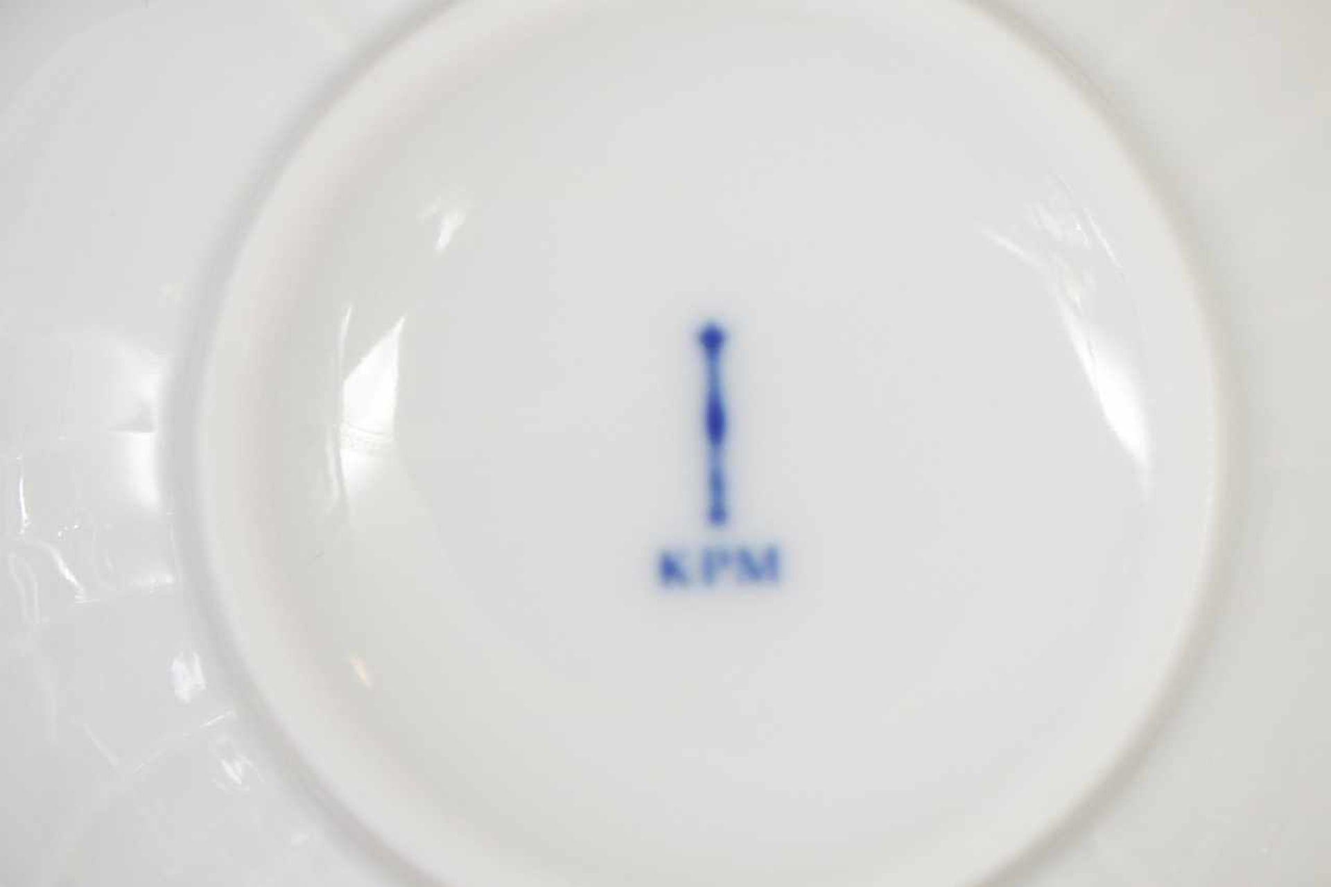 Los 78 - KPM BERLIN Frühstücksservice 20. Jhdt., Reliefdekor ¨Neuosier¨, Weißporzellan, bestehend aus 12
