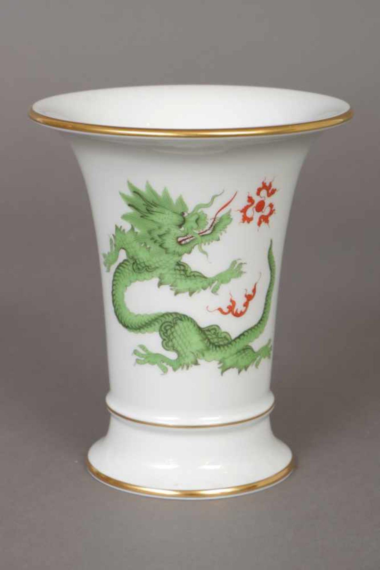 Los 60 - MEISSEN Vase 2. Hälfte 20. Jhdt., Kelchform, ¨Grüner Ming-Drache¨-Dekor mit Goldrand,