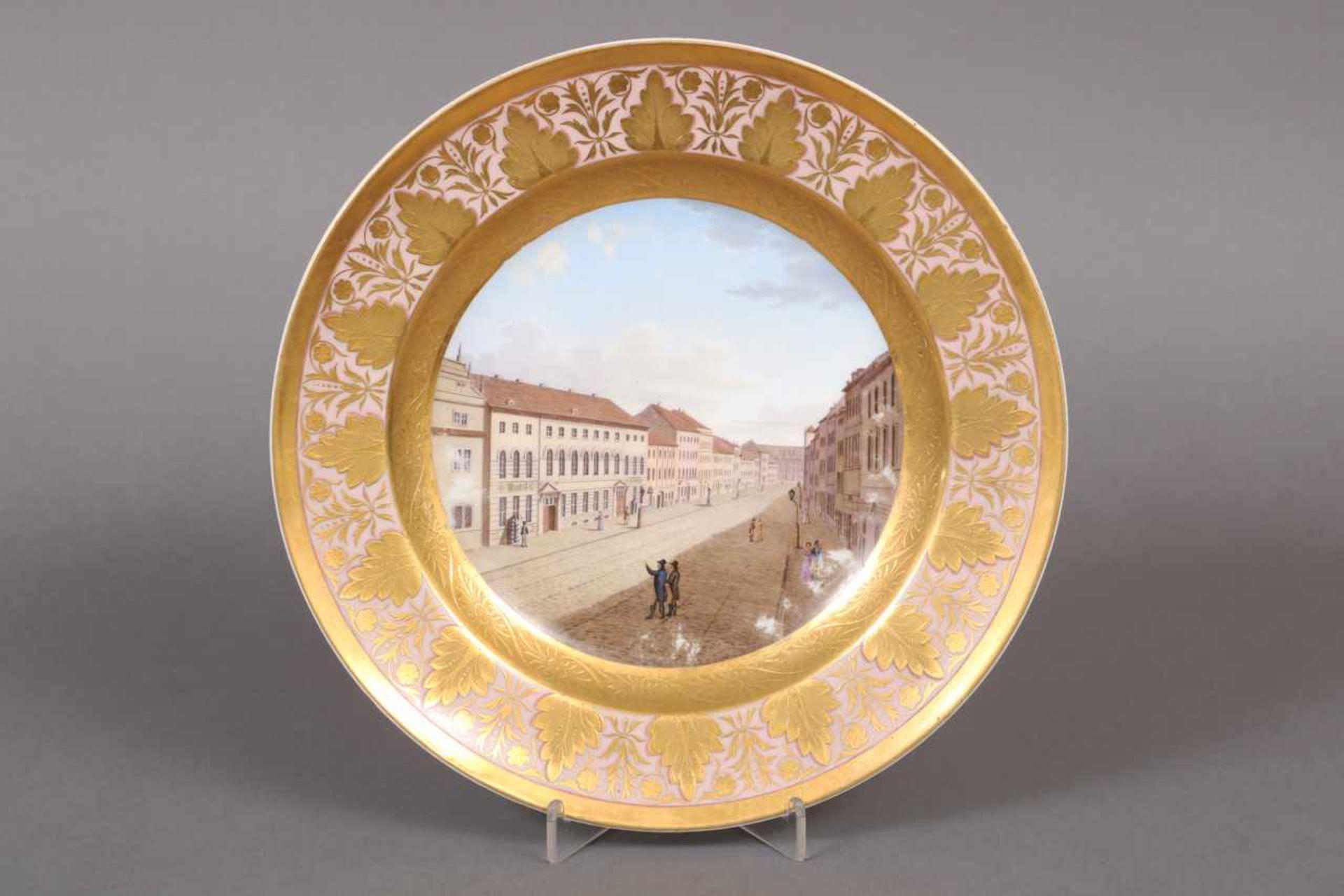 Los 30 - KPM BERLIN Zierteller um 1817-1823, im Spiegel Darstellung einer Innenstadtansicht mit