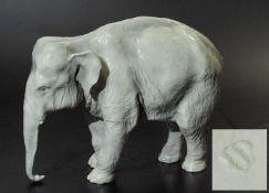 "Tierfigur ""Großer Elefant"". Tierfigur ""Großer Elefant"". NYMPHENBURG, 2. Hälfte 20. Jahrhundert."