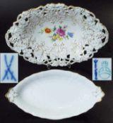 """Zwei Schalen. Zwei Schalen. 1) Ovale Durchbruchschale. MEISSEN, Marke 1957 - 1972. Reliefdekor """""""