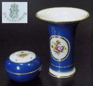 Vase. Deckeldose. NYMPHENBURG. Vase. NYMPHENBURG, 20. Jahrhundert. Blauer Teilfond große