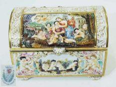 Schatulle/Deckeldose. Schatulle/Deckeldose. CAPODIMONTE, im Stil von Eugenio Pattarino (1885 Florenz