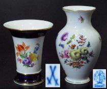 Zwei Vasen MEISSEN und HEREND. Zwei Vasen MEISSEN und HEREND. 1) Vase. MEISSEN nach 1954, 1. Wahl.