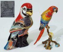 Zwei Tierplastiken. Zwei Tierplastiken. 1) Papagei. DeROSA Rinconda/Uruguay. Modellnummer F138R.
