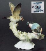"Figurengruppe ""zwei zankende Vögel auf Ast"". Figurengruppe ""zwei zankende Vögel auf Ast""."