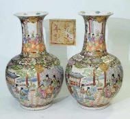 Vasenpaar. Vasenpaar. CHINA 20. Jahrhundert. Balusterform mit aufsteigendem Vasenhals. Umlaufende