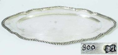 Großes ovales Tablett.Großes ovales Tablett. 19. / 20. Jahrhundert, 900er Silber, ovale