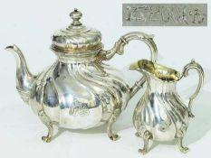 Teekanne. Milchkännchen.Teekanne. Milchkännchen. 800er Silber punziert. Gefußte godronierte Form,