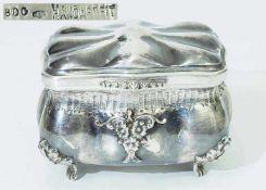 Silberdose.Silberdose. 800er Silber punziert, Handarbeit. Rechteckiger gebauchter Korpus über vier