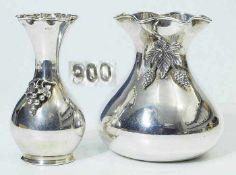 Zwei Vasen.Zwei Vasen. 900er Silber punziert. Jeweils in Balusterform, glatte Wandung, schauseits