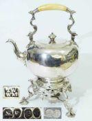Großer Teekessel auf Rechaud. Großer Teekessel auf Rechaud. LONDON 1839 (lesbare Punze auf Rechaud