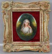 Porzellanbild Portrait einer jungen Frau, mit weißem Schleier, oval, im verzierten Rahmen, 7,5 X