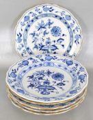 Sechs Gebäckteller Dekor blaues Zwiebelmuster, Goldrand, Gebrauchsspuren, verschiedene Ausführungen,