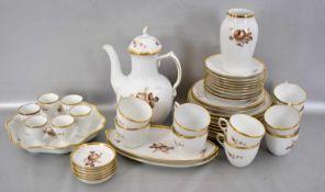 Konvolut Kaffeeservice für sechs Personen, 44 Teile, breiter Goldrand, Spiegel mit gold/brauner