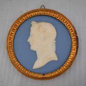 Porzellanbild Portrait Julius Caesar, blau/weiß, im runden Metallrahmen, besch., Dm 10 cm, um 1900