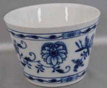 Blumenübertopf rund, Dekor blaues Zwiebelmuster, H 11 cm, Dm 16 cm, blaue Schwertermarke Meissen, I.