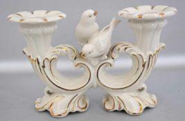 Tischkerzenleuchter 2-lichtig, beige und gold, mit zwei Vögeln verziert, H 13 cm, B 21 cm, FM