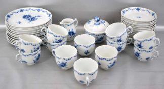Kaffeeservice für zwölf Personen, 38 Teile, Dekor blaue Blume, FM Fürstenberg