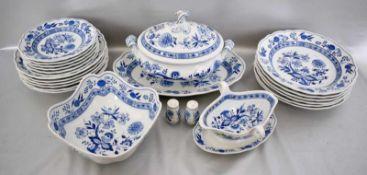 Konvolut Speiseservice 20 Teile, für sechs Personen, Dekor blaues Zwiebelmuster