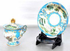 Prunktasse mit Untertasse, mit goldenen Ranken und Ornamenten verzierte Münchner Ansichten, Tasse
