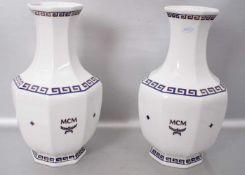 Paar Vasenachteckig, Dekor Bleu Saphir, H 35 cm, FM MCM