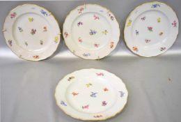 Konvolut vier Tellergewellter Goldrand, Rand und Spiegel mit bunter Feldblumenbemalung, Dm 25 cm,