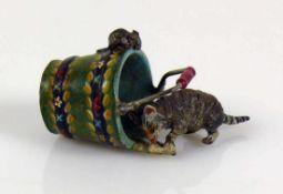 """Wiener Bronze (Wien, 19./20.Jh.) """"Katze"""" aus einem Eimer Milch leckend; Maus sitzt am Rand und"""