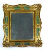Kleiner Wandspiegel (19./20.Jh.) geschwungener, verg. Holz/Stuckrahmen mit floralem Dekor; 30 x 25