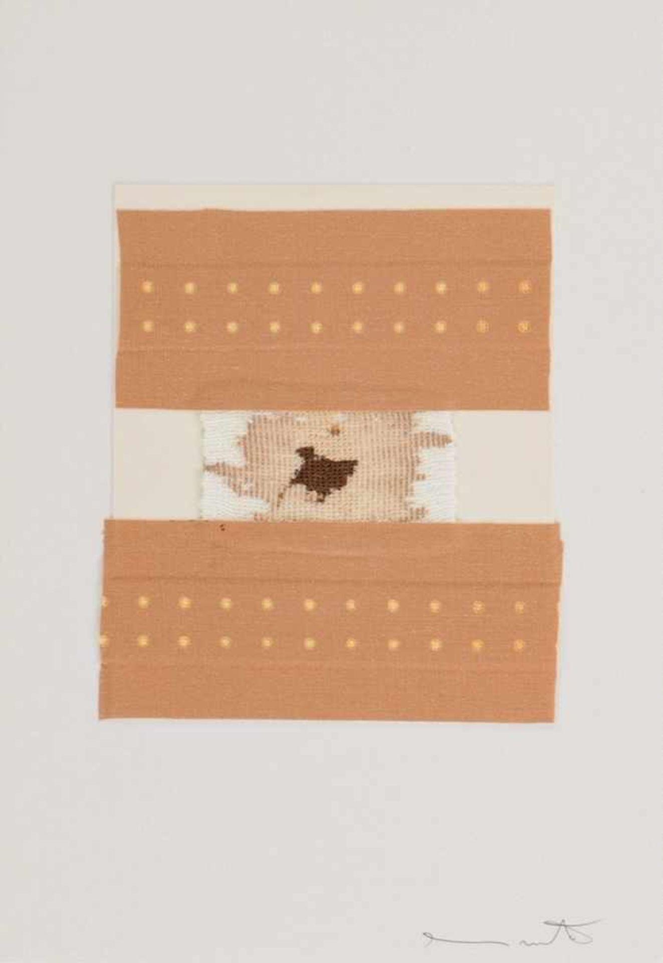 Los 32 - HERMANN NITSCH(1938 WIEN)o. T., 1972Verbandsmull, Leukoplaststreifen, Blut?,Acryl auf weißem Karton,