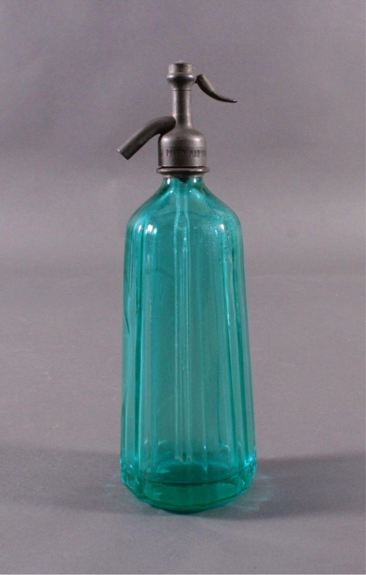 Soda - Flasche aus den 20er/30er JahrenKristall blau, gerippte, konisch nach oben verjüngendeWandung