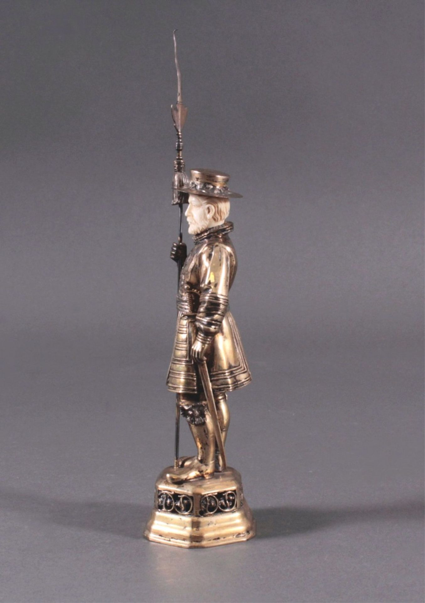 Historismus-Silber-Elfenbein-Figur925er, teilvergoldet/Elfenbein, um 1900 auf durchbrochenem, - Bild 2 aus 6