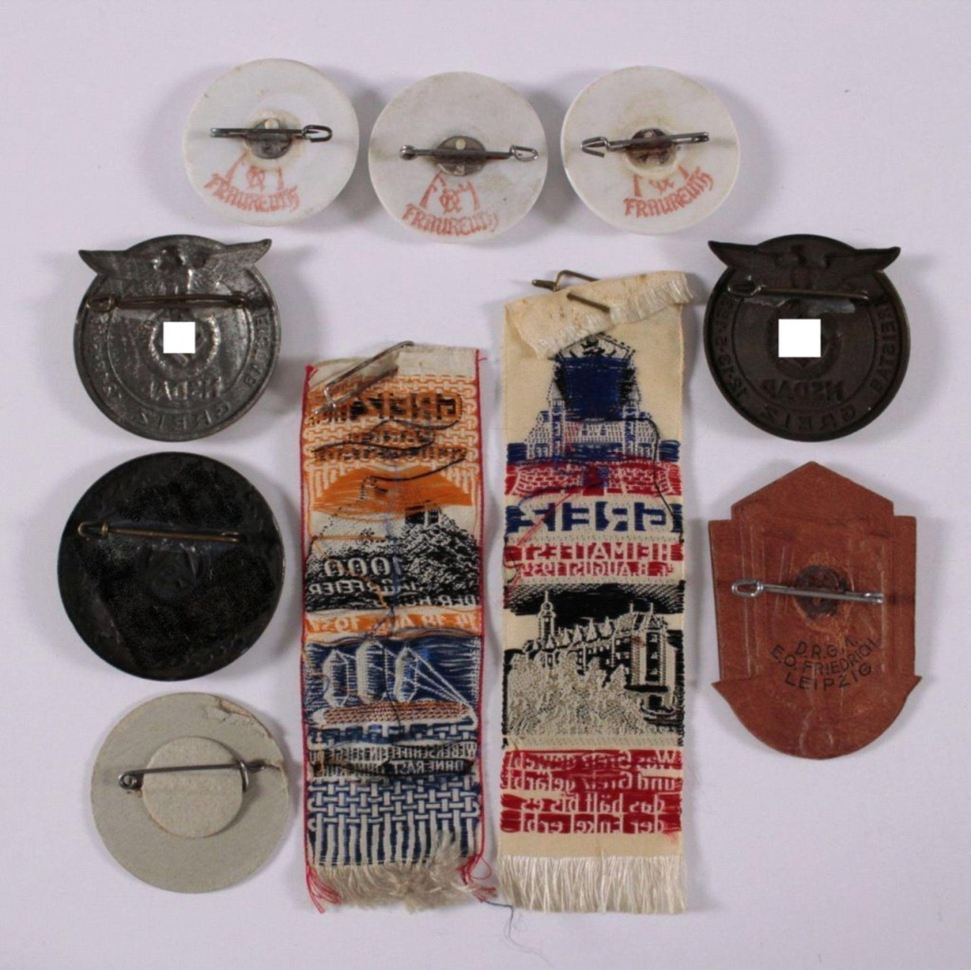 Tagungs- und Veranstaltungsabzeichen Greiz10 Stück von 1934-1937. Seidenbänder-, Leder-, Porzellan- - Bild 2 aus 2