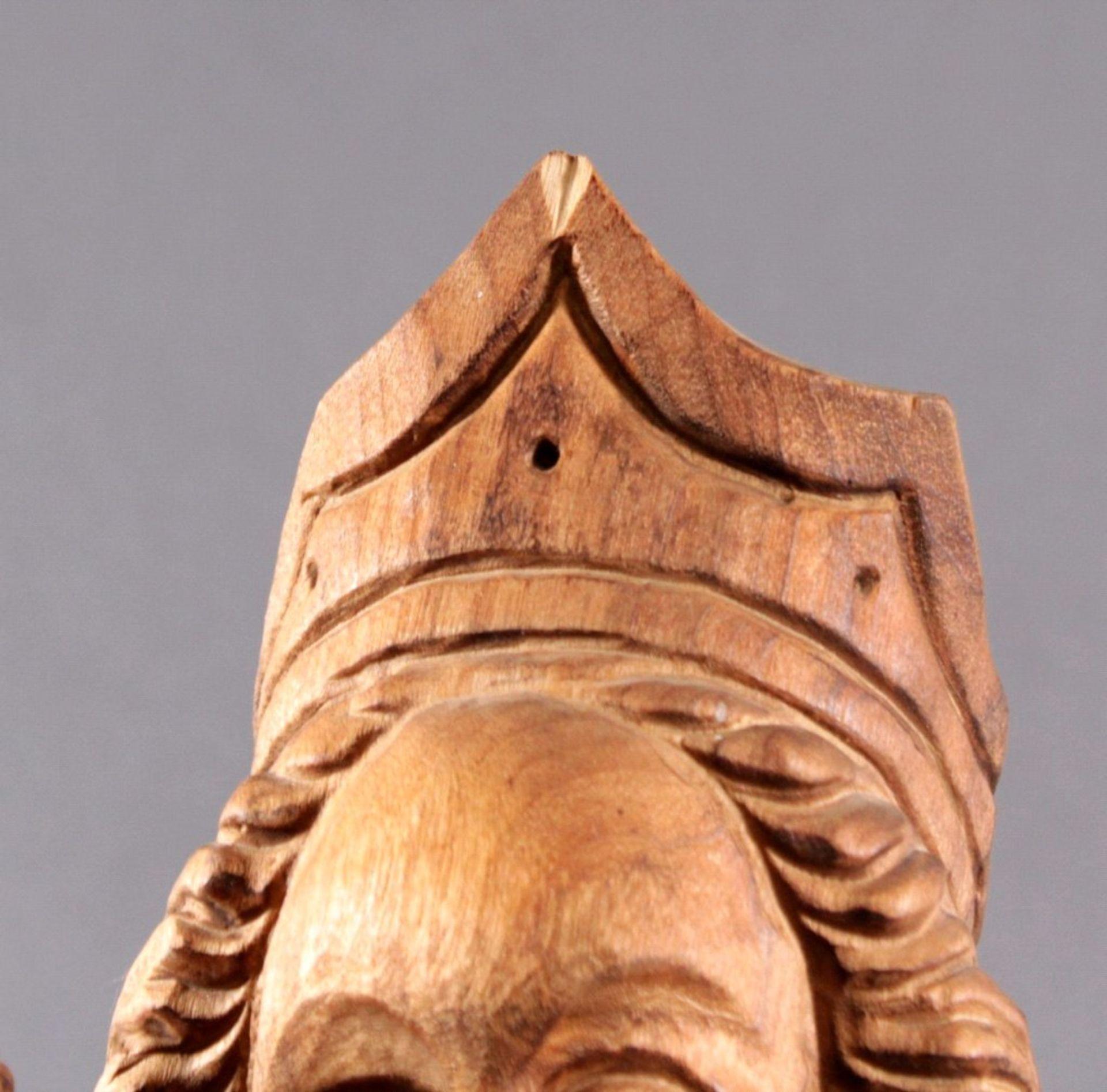 Holzskulptur, Madonna mit Kind und ZepterAus dem Vollholz geschnitzt, Zepter ist lose, ca. H- 77 cm - Bild 2 aus 3