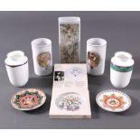 Hutschenreuther Porzellan8 Teile. 5 Vasen, 2 Schalen, 1 Untersetzer des MonatsDezember. Verschiedene