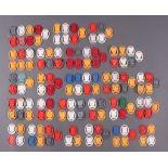 Konvolut WHW Spendenbelege, Städtewappen aus Kunstoff5x Wien, 6x Eupen, 8x Innsbruck, 5x