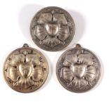 3 Medaillen/ Anhänger Wartburg mit der Lutherrose2x mit Öse, 1x mit Anstecker, ca. D- 4,3 cm