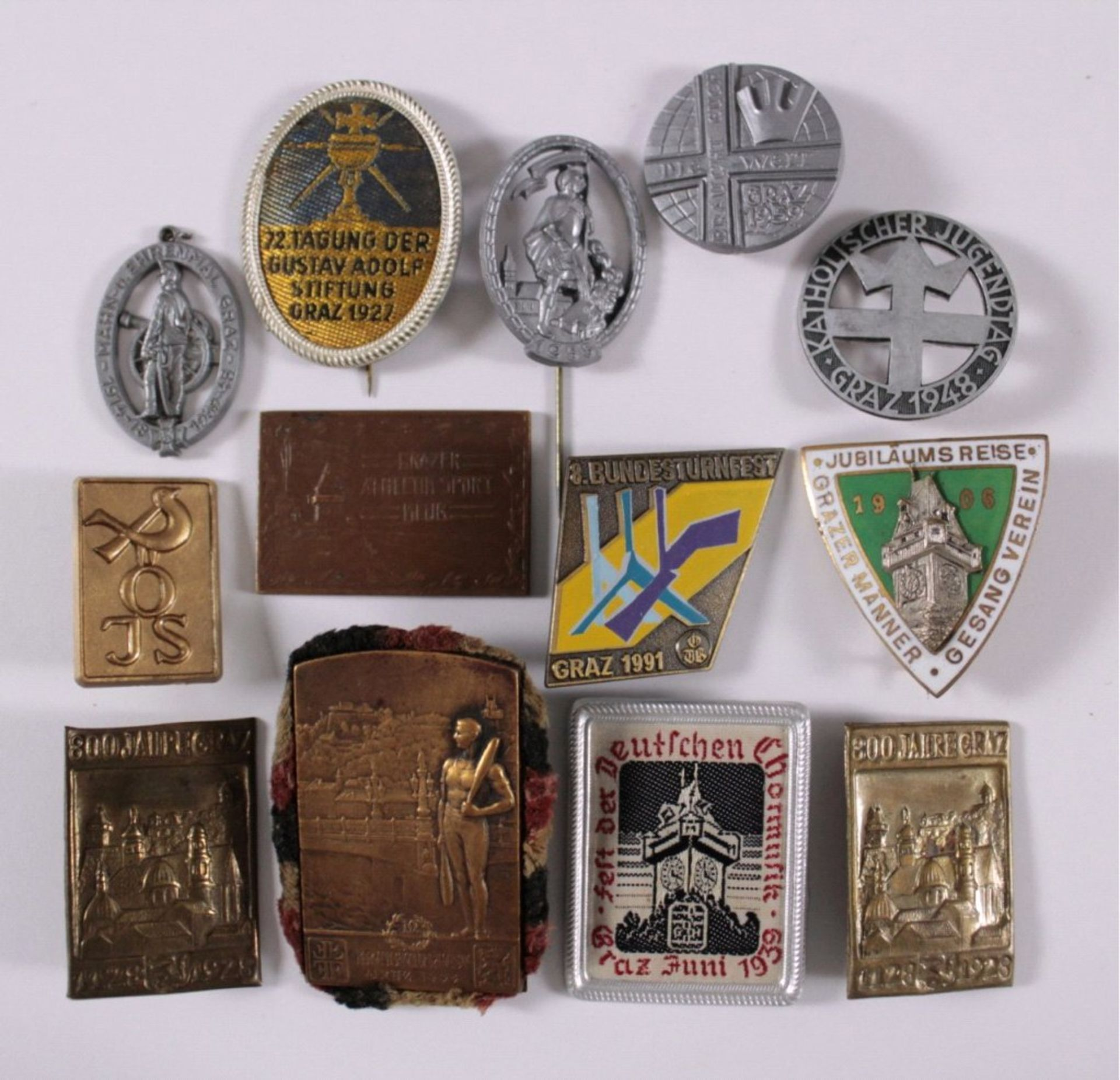 Tagungs- und Veranstaltungsabzeichen Graz13 Stück von 1906-1991. Unterschiedliche Materialien,