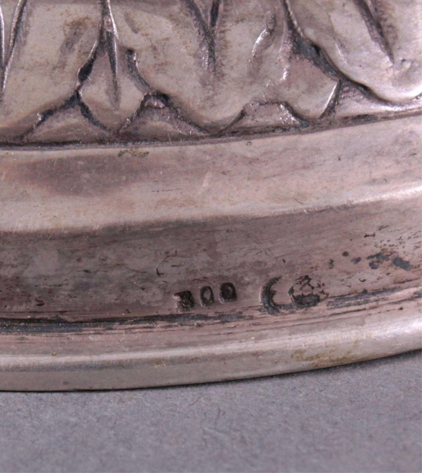 Amphorenvase, um 1900800er Silber, Sichel und Krone. Balusterförmig, Silbergetrieben, mit reichem - Bild 4 aus 4