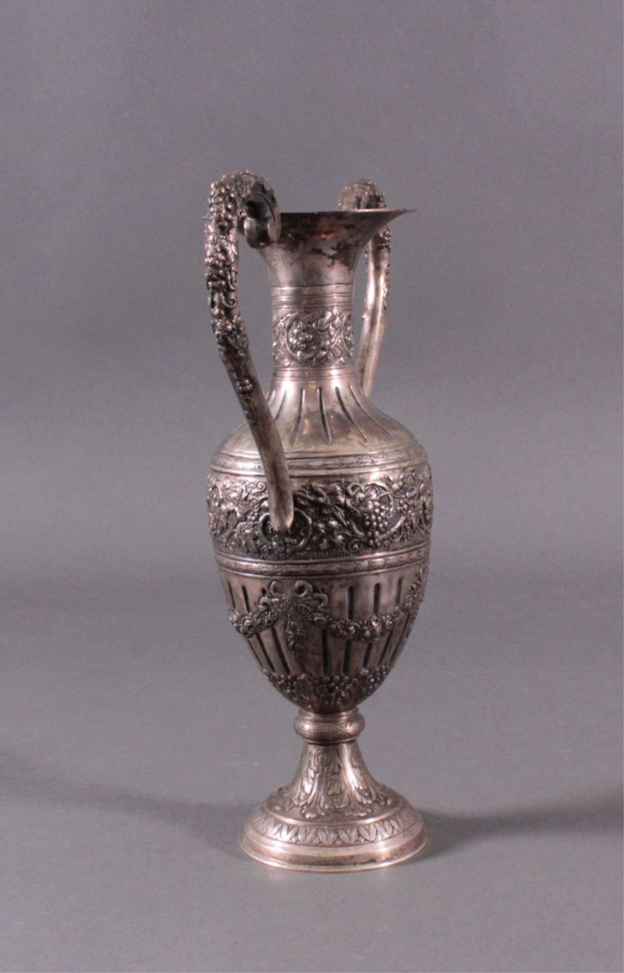 Amphorenvase, um 1900800er Silber, Sichel und Krone. Balusterförmig, Silbergetrieben, mit reichem - Bild 2 aus 4