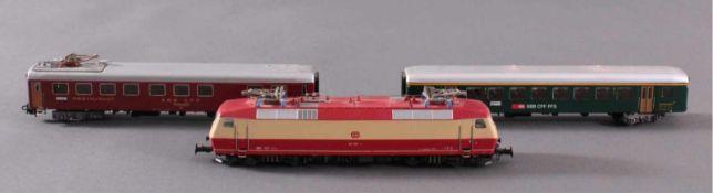 Märklin H0 3653 Dampf-Lok BR 120 002-1 DB mit1 Speisewagen und 1 Personenwagen der SSB