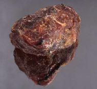 Sehr großer Rohbernstein, sehr selten in dieser GrößeCognacfarben ca. 608 g, ca. 7,3 x 13,8 x 12 cm