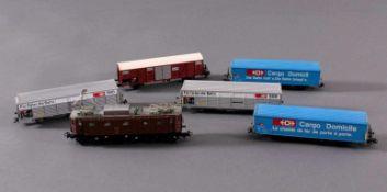Märklin H0 3351 E-Lok BR 10439 der Schweiz braun mit5 Güterwaggons