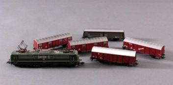 Märklin H0 37431 E-Lok BR 151 030-4 der DB grün mit5 Güterwaggons