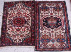 2 Orientteppiche, 20. JahrhundertDer größere Teppich hat abgetretene Stellen, ca. 113 × 75 cmund 123