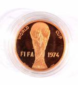 Goldmedaille Fussballweltmeisterschaft 74900er Gold, ca. D-3 cm, 15 g