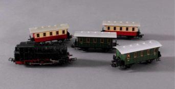 Märklin H0 Dampf-Lok TM 800 DB in schwarz mit4 Personenwaggons