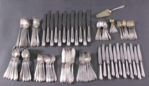 Besteck 800er SilberPunziert Silber 800 mit Halbmond & Krone, partiellvergoldet.Für 12 Personen,