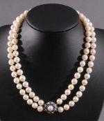 Perlenkette mit 14 Karat Weißgoldschließe2-reihige Perlenkette (D-0,8 cm), Weißgoldschließe