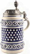"""BIERKRUG, ca. 1,2 L., Steingut, tls. blau glasiert, m. umlaufender Ornamentik, Herst. """"Gerz"""